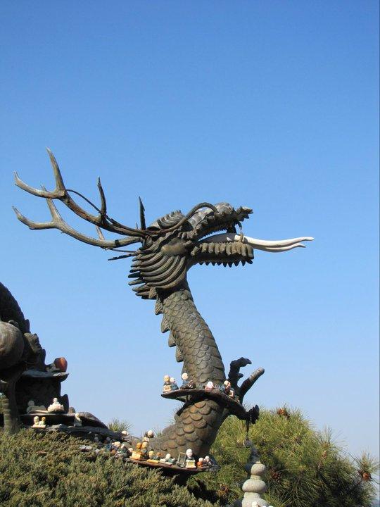 A dragon guards Yonggungsa