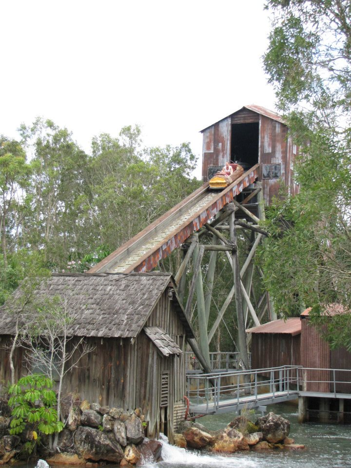 Diving down on the Rocky Hollow Log Ride