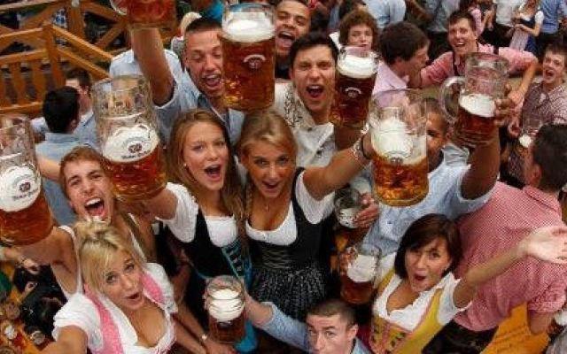 german girls oktoberfest